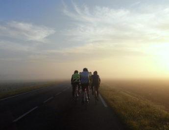 Pourquoi les cyclistes roulent-ils à deux de front ?