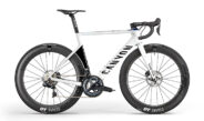Le Canyon Aeroad de l'équipe Alpecin-Fenix de Mathieu Van der Poel disponible en édition Team Replica