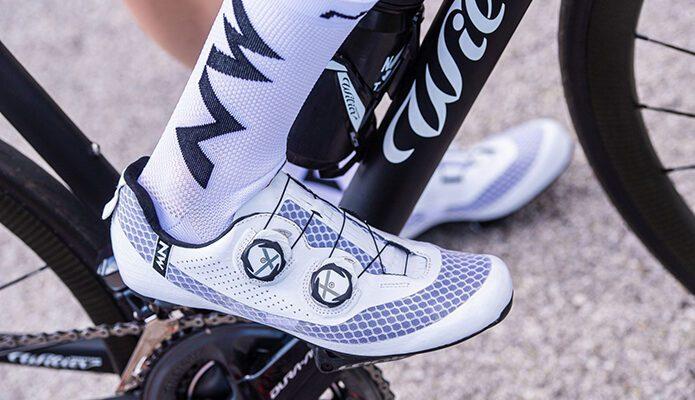 Arsui Chaussures De Cyclisme sur Route Chaussures De V/élo pour Hommes Chaussures De V/élo L/ég/ères Et R/ésistantes /À lusure Chaussures De V/élo De Route Chaussures De V/élo De Montagne